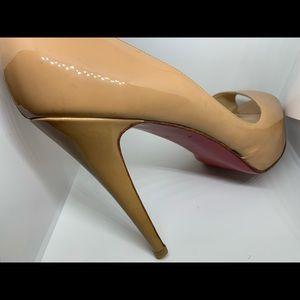 Christian Louboutin Very Prive Peep Toe Nude 40.5